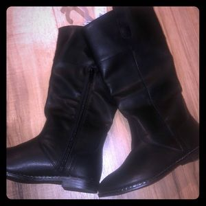 Youth size 13 NWT Old Navy black zip up boots 👢